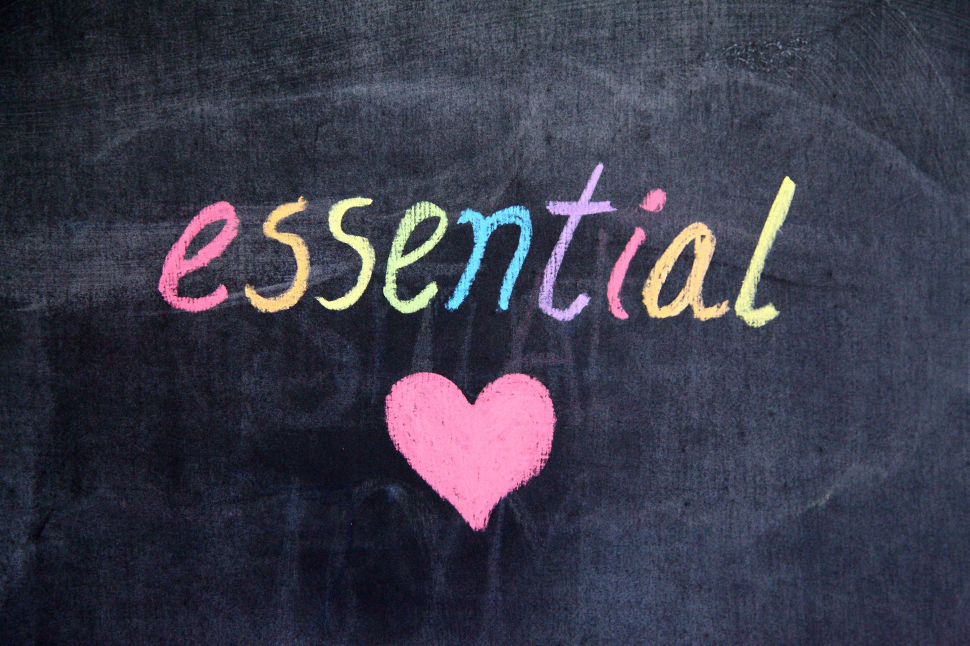 essentialのロゴ